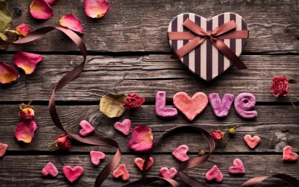 love-petals-box_tn2(1)
