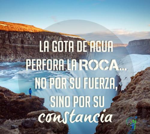 La gota de agua perfora la roca no por su fuerza, sino por su constancia.